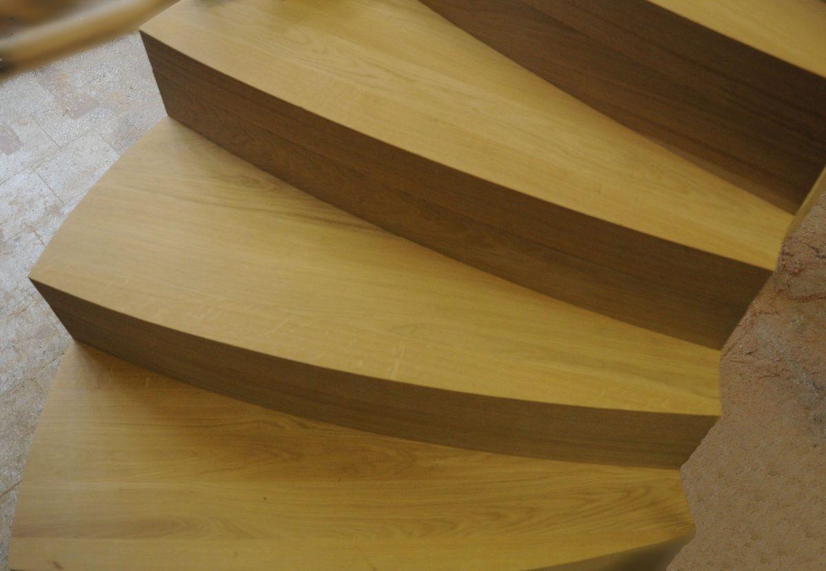 schody dębowe zawijane